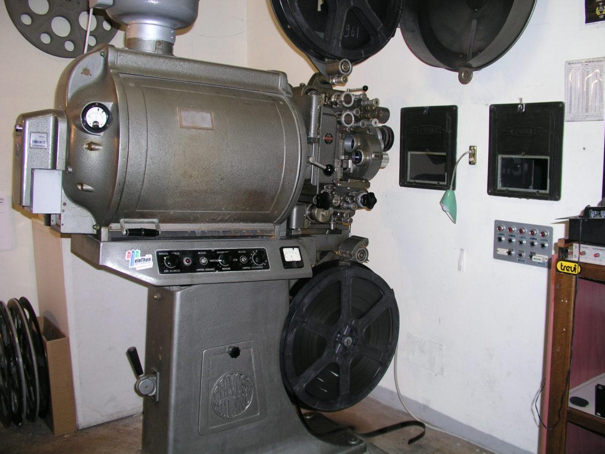 Proiettore a pellicola 35mm del Cinema Turroni